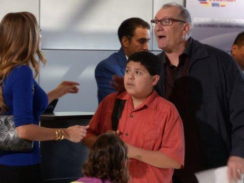 Modern Family: Suddenly, Last Summer | Season 5 | Episode 1