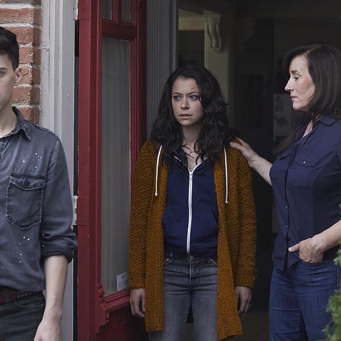 Maria Doyle Kennedy, Tatiana Maslany, and Jordan Gavaris in Orphan Black (2013)