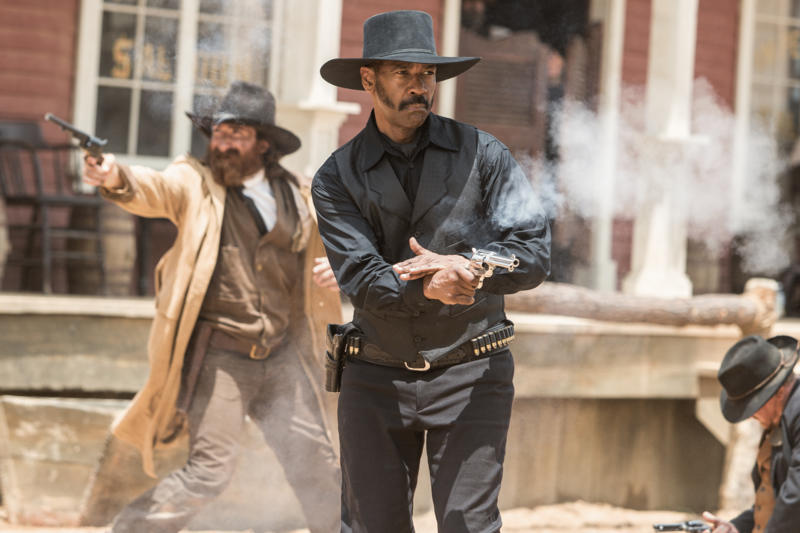 Denzel Washington and Gianni Biasetti Jr. in The Magnificent Seven (2016)