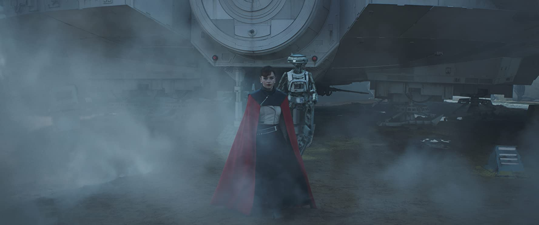 Phoebe Waller-Bridge and Emilia Clarke in Solo: A Star Wars Story (2018)