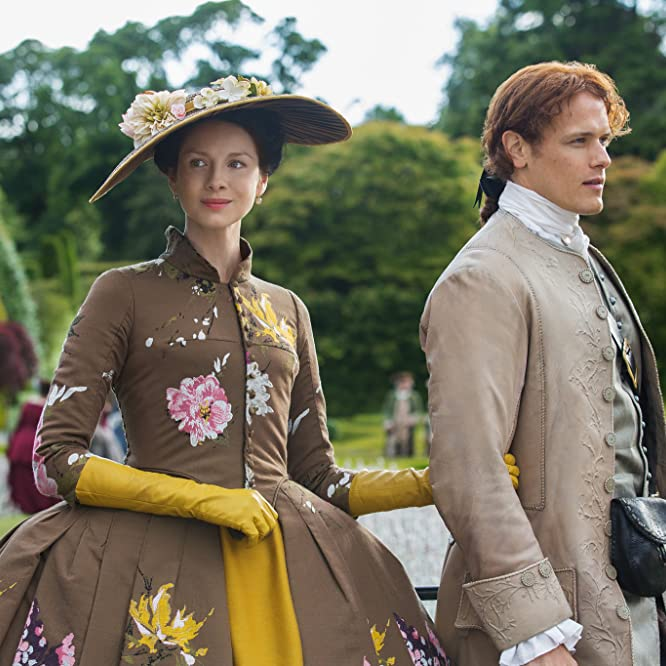 Caitriona Balfe and Sam Heughan in Outlander (2014)