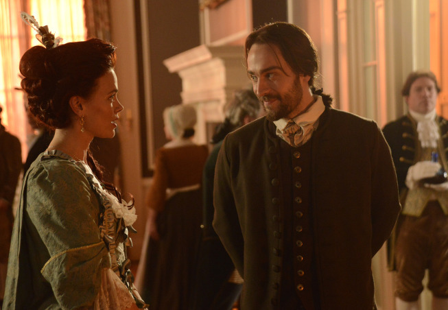Tom Mison and Katia Winter in Sleepy Hollow (2013)