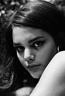 Tina Aumont Picture
