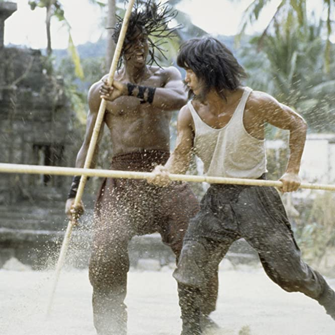 Hakim Alston and Robin Shou in Mortal Kombat (1995)