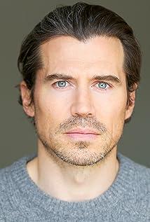 Aktori Josh Burdett
