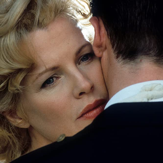 Kim Basinger and Guy Pearce in L.A. Confidential (1997)