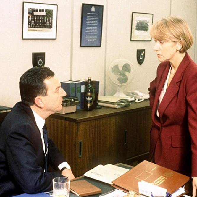 Helen Mirren and John Benfield in Prime Suspect (1991)