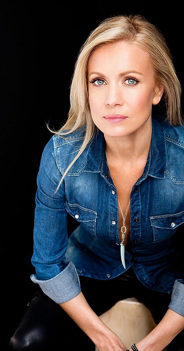 Stephanie Vogt Nude Photos 31