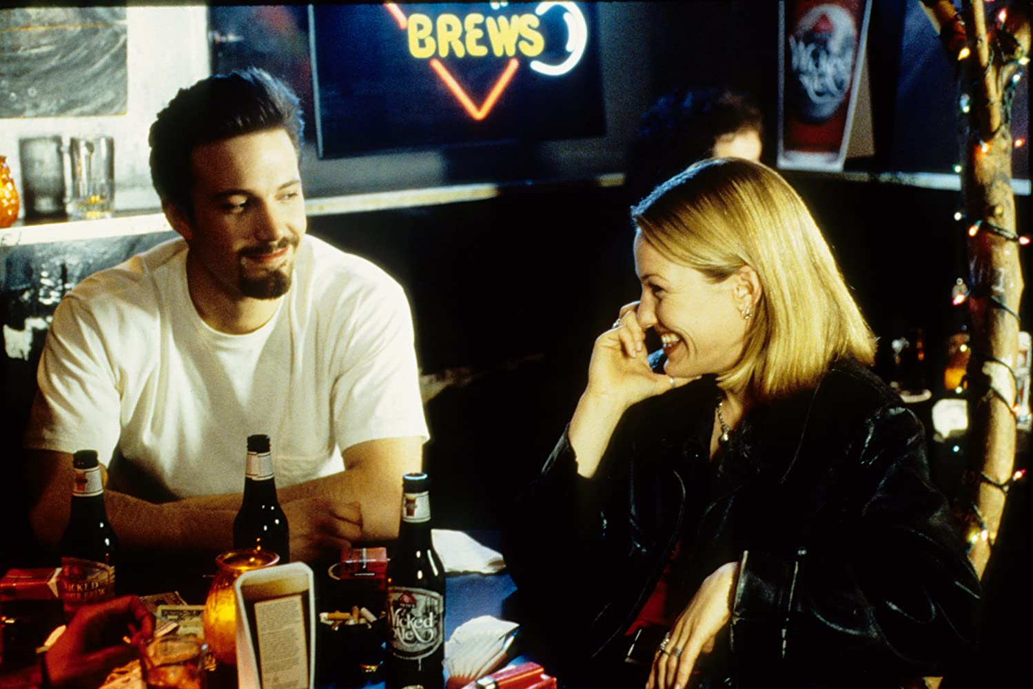 Ben Affleck and Joey Lauren Adams in Chasing Amy (1997)
