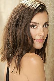 Emma Lahana Picture