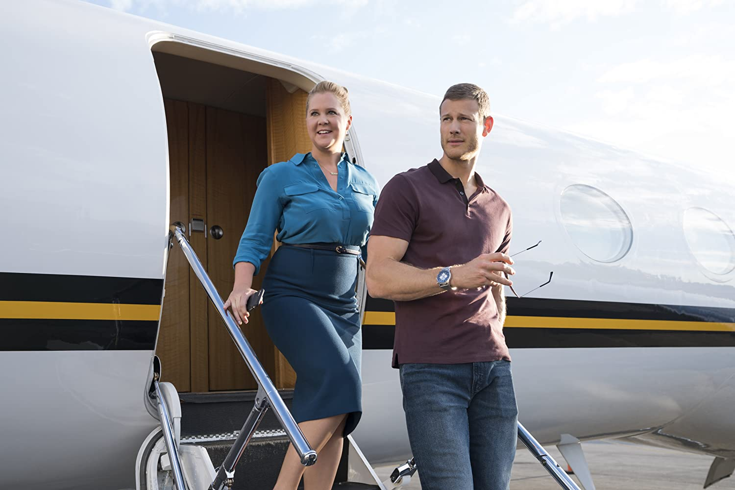 Amy Schumer and Tom Hopper in I Feel Pretty (2018)