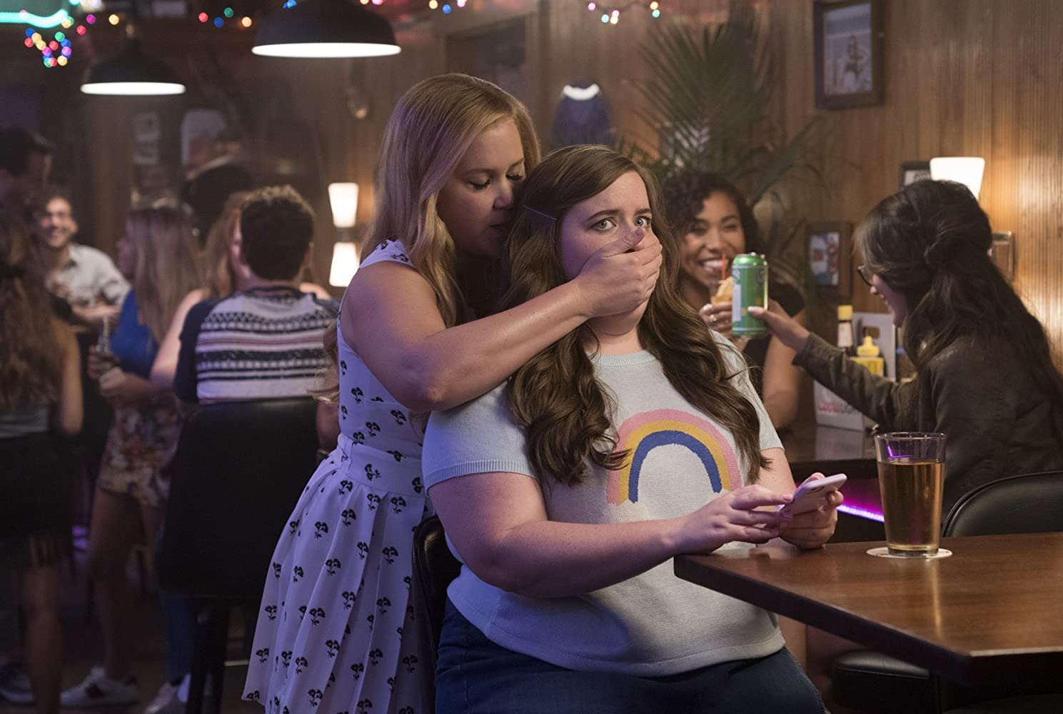 Amy Schumer and Aidy Bryant in I Feel Pretty (2018)