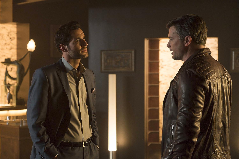 Tom Ellis and Tom Welling in Lucifer (2015)