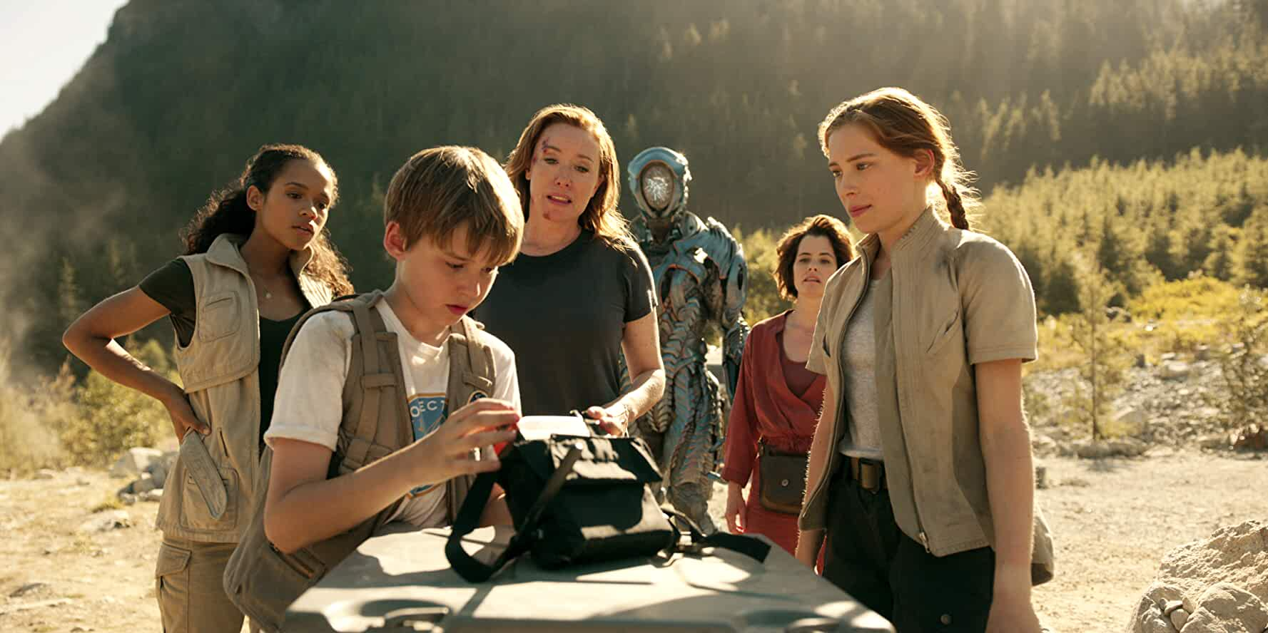 Parker Posey, Molly Parker, Maxwell Jenkins, Mina Sundwall, and Taylor Russell in Lost in Space (2018)