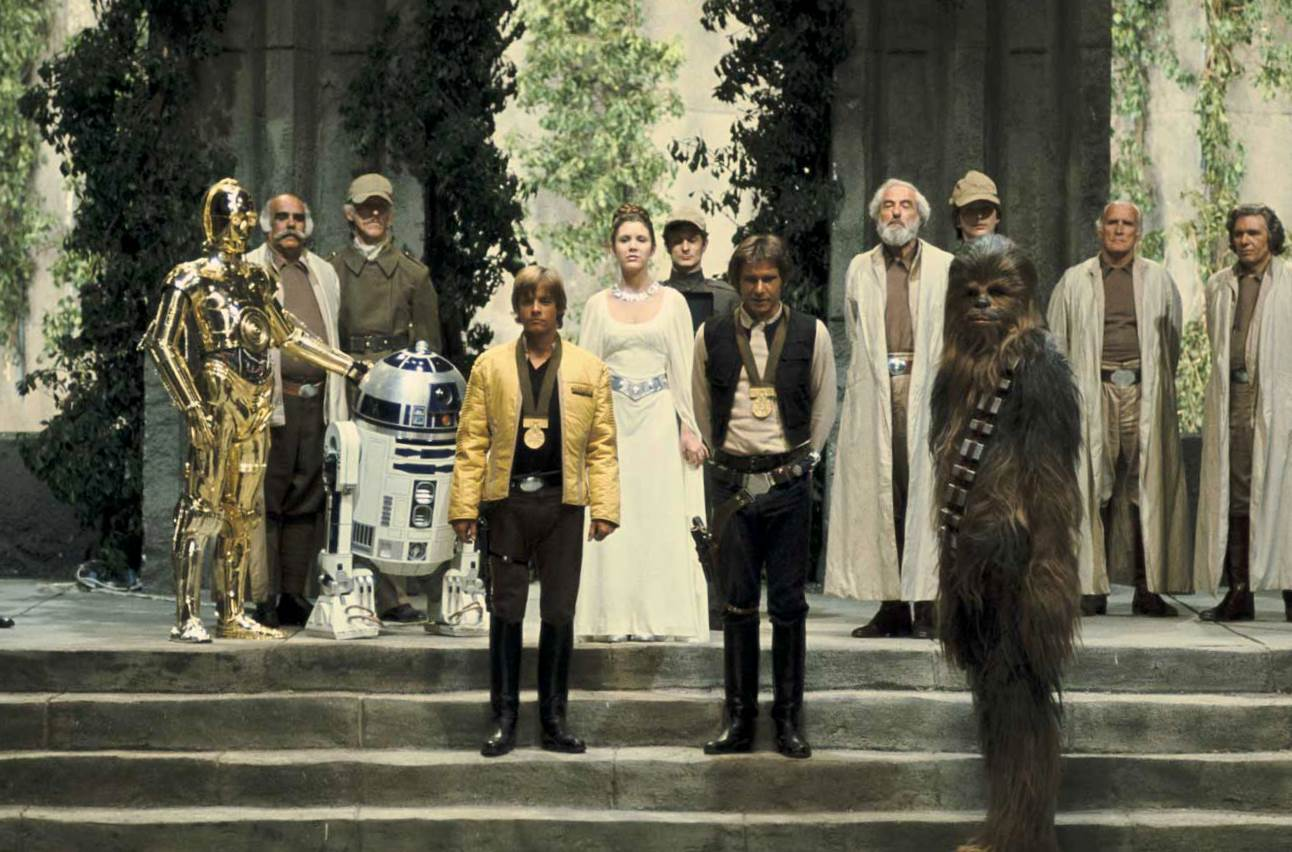 Harrison Ford, Anthony Daniels, Carrie Fisher, Mark Hamill, Kenny Baker, Peter Mayhew, Alex McCrindle, Henry Roberts, George Stock, Nick Joseph, Derek Lyons, Robert van Kaphengst, and John William Ault in Star Wars (1977)