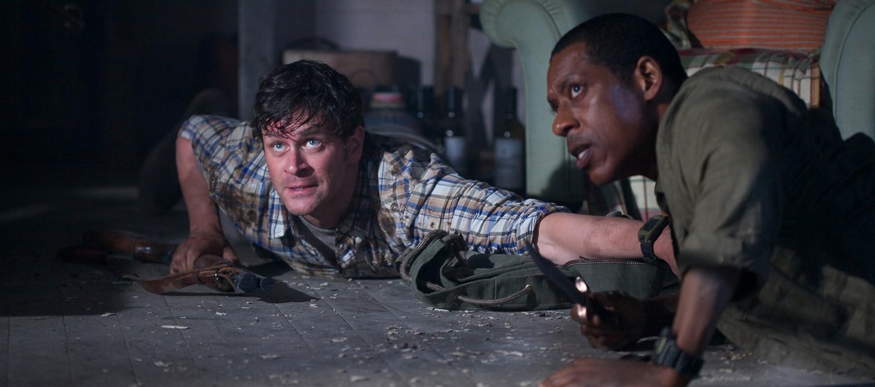Orlando Jones and Tom Everett Scott in Enemies Closer (2013)