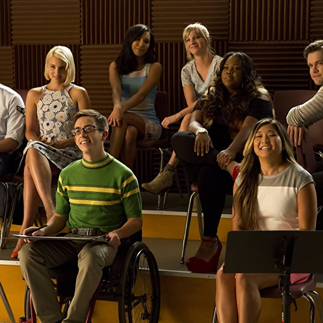 Naya Rivera, Mark Salling, Dianna Agron, Kevin McHale, Jenna Ushkowitz, Amber Riley, Chord Overstreet, and Heather Morris in Glee (2009)