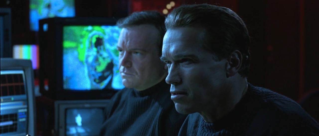 Arnold Schwarzenegger and Tom Arnold in True Lies (1994)