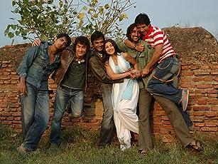 Sharman Joshi, Aamir Khan, Madhavan, Siddharth, Kunal Kapoor, and Soha Ali Khan in Rang De Basanti (2006)
