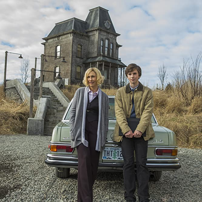 Vera Farmiga and Freddie Highmore in Bates Motel (2013)