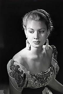 Renée Dumas Picture
