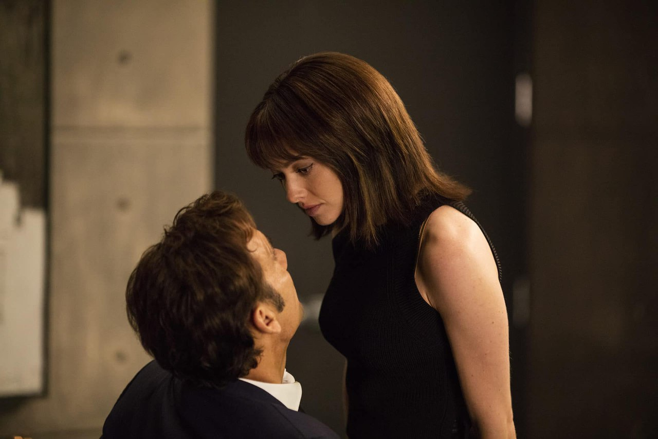 Clive Owen and Amanda Seyfried in Anon (2018)