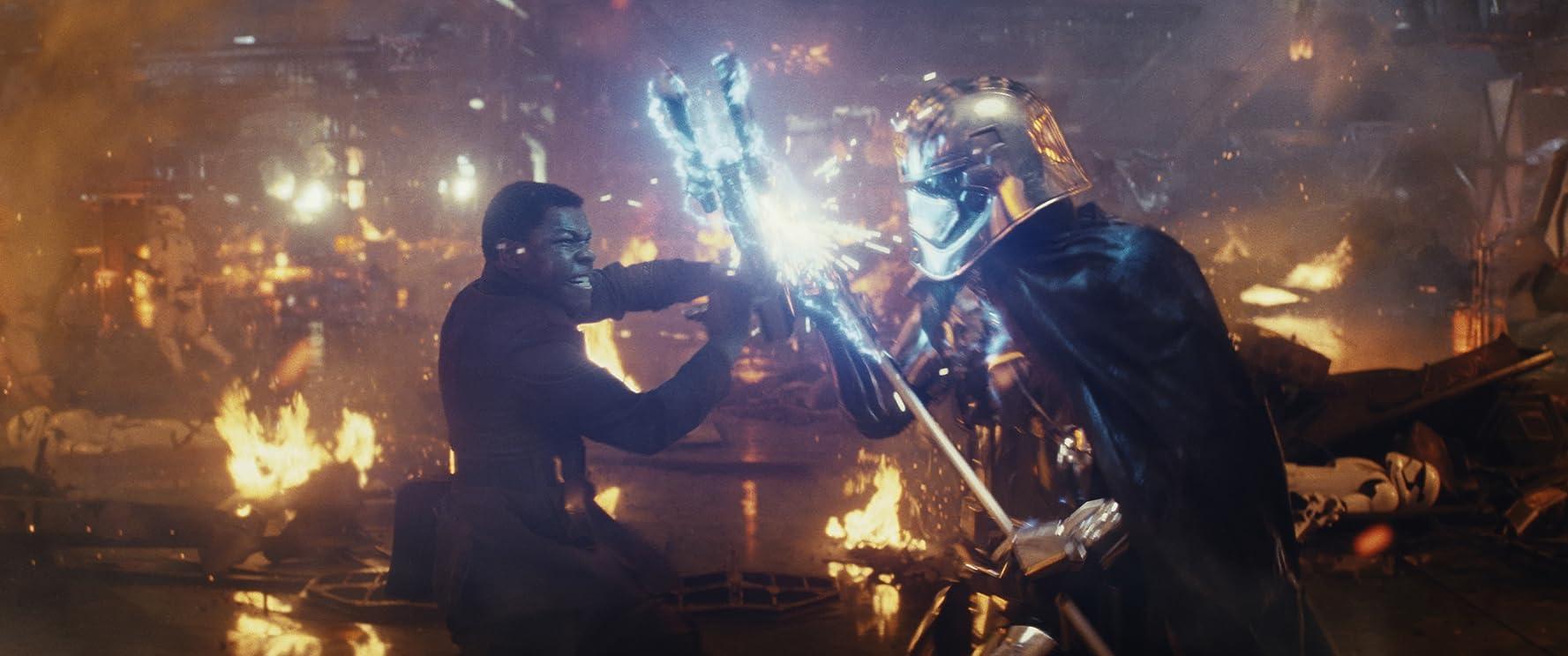 Gwendoline Christie and John Boyega in Star Wars: Episode VIII - The Last Jedi (2017)
