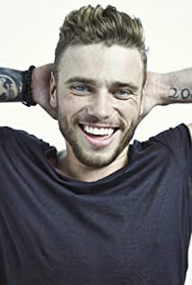 Gus Kenworthy Picture