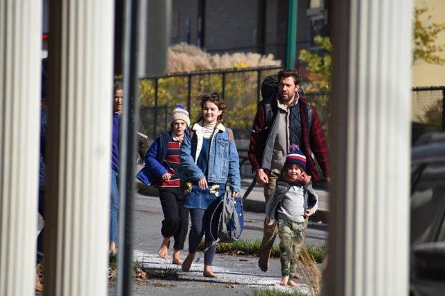 John Krasinski, Emily Blunt, Noah Jupe, Millicent Simmonds, and Cade Woodward in A Quiet Place (2018)