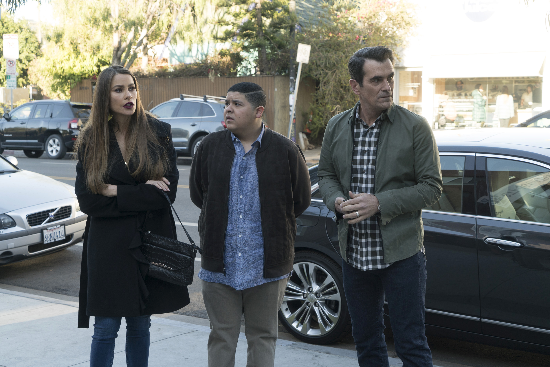 Modern Family: In Your Head | Season 9 | Episode 13