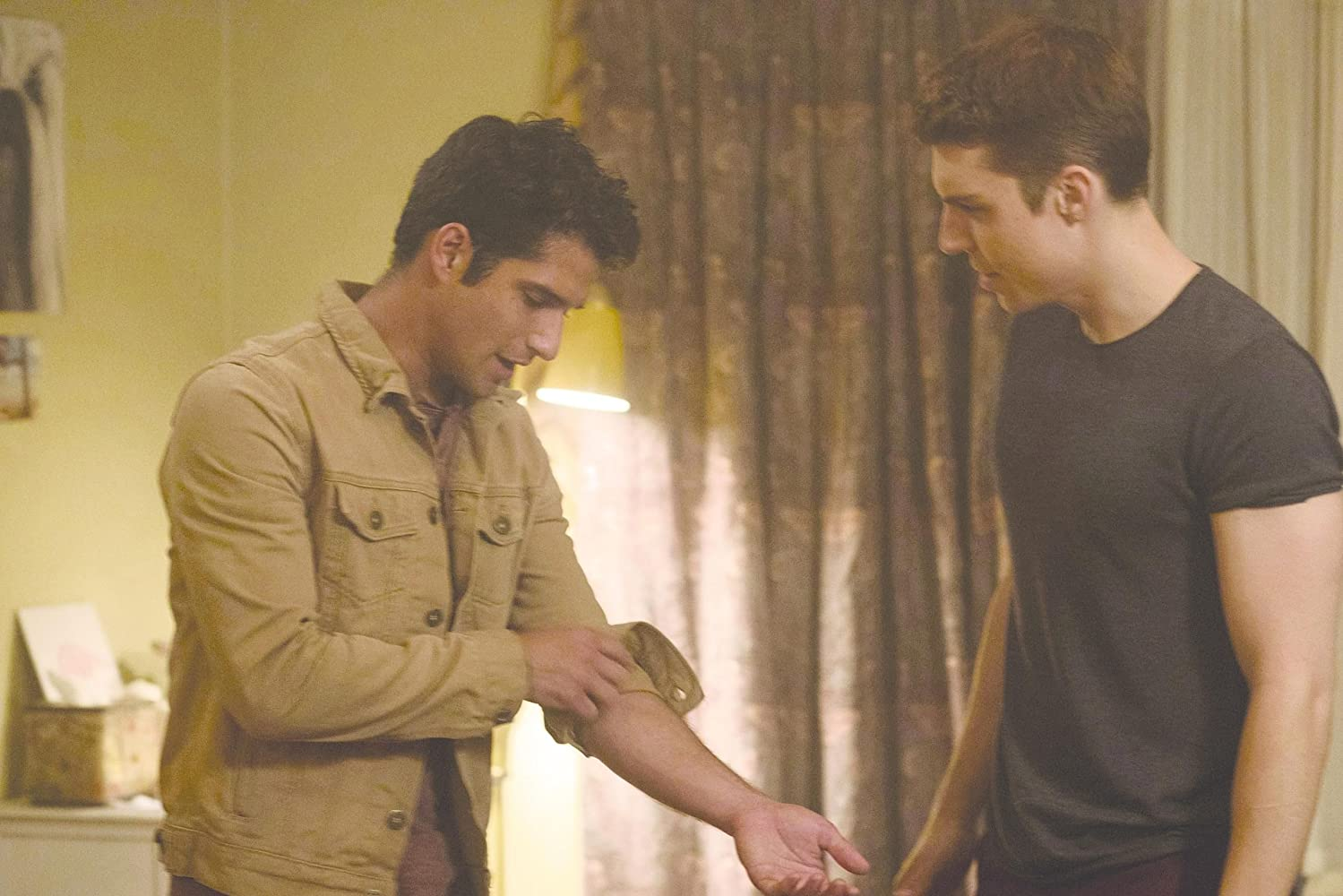 Tyler Posey and Nolan Gerard Funk in Truth or Dare (2018)