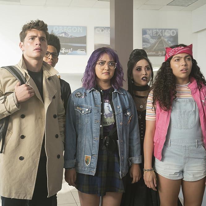 Gregg Sulkin, Ariela Barer, Lyrica Okano, Allegra Acosta, and Rhenzy Feliz in Runaways (2017)