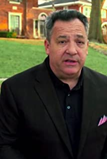 The 62-year old son of father Frank Mankiewicz and mother Holly Jolley Reynolds, 175 cm tall Josh Mankiewicz in 2018 photo