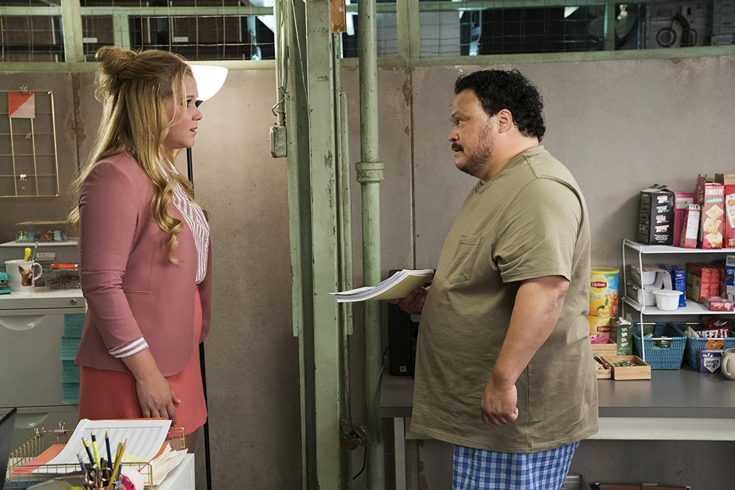Adrian Martinez and Amy Schumer in I Feel Pretty (2018)